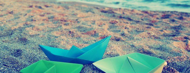 Barcos de papel que realizaremos en el taller de origami para niños